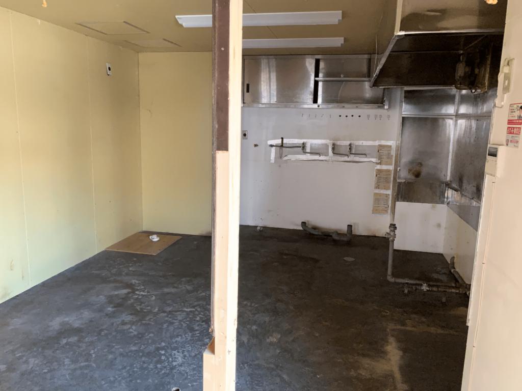 塾とDELIのキッチン